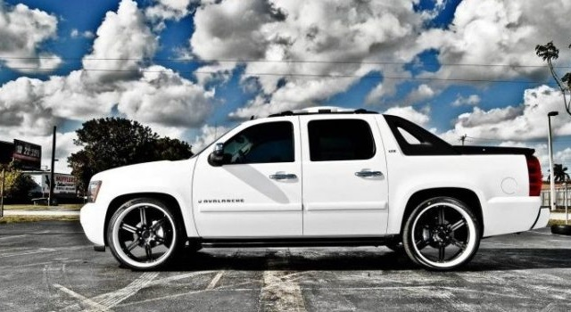 2018 Chevrolet Avalanche Side View