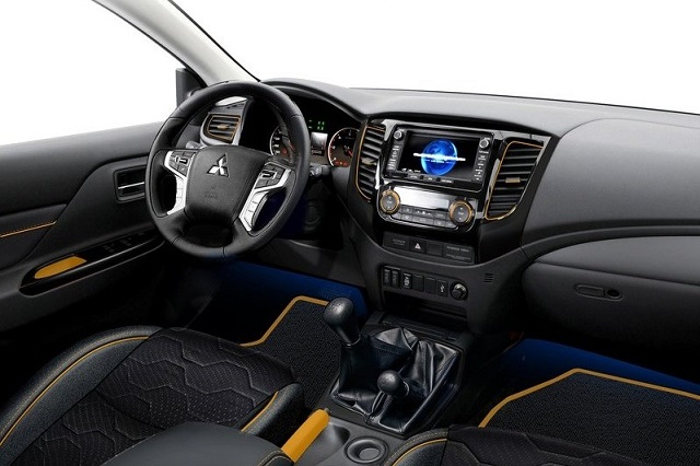 2018 Mitsubishi L200 Interior